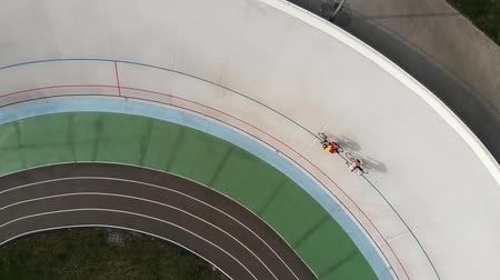 fixní : Drone flies around velodrome in Kyiv. Professional cycling team training on cycling track. Young sportive men on track bikes riding at velodrome