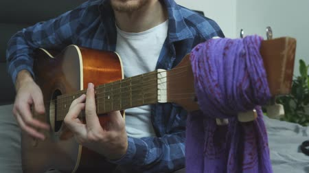 akord : Man hands playing funk and jazz music on acoustic guitar strumming and changing chords. Music concept Dostupné videozáznamy