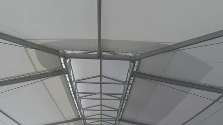 брезент : steel structure for the roof