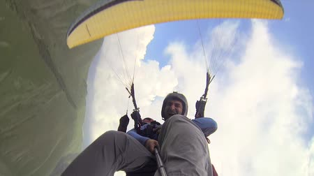 akció : Tandem Paragliding in the Mountains Stock mozgókép