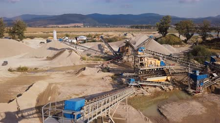 důl : Crushed stone quarry machine at sunset view from above
