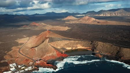 spící : Aerial view of Volcanic Lake El Golfo, Lanzarote, Canary Islands, Spain Dostupné videozáznamy