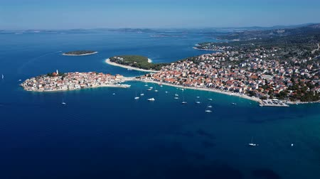 chorvatský : Aerial panorama of marina and resort adriatic town Primosten, Croatia.