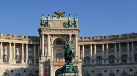 príncipe : Hyper lapse of Imperial Palace Hofburg and Statue of Prince Eugene of Savoy, Vienna, Austria Stock Footage