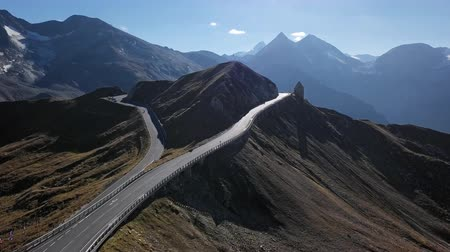 曲がりくねった : Flight around of Fuscher Torl pass on Grossglockner scenic High Alpine Road, Austria 動画素材