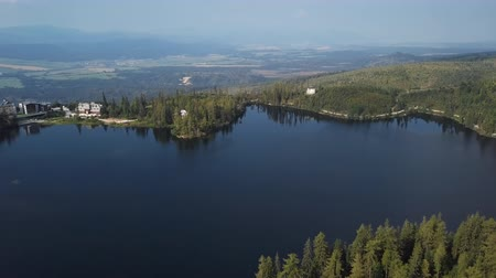 Словакия : Summer aerial view of Strbske Pleso resort in High Tatras mountains, Slovakia. Стоковые видеозаписи