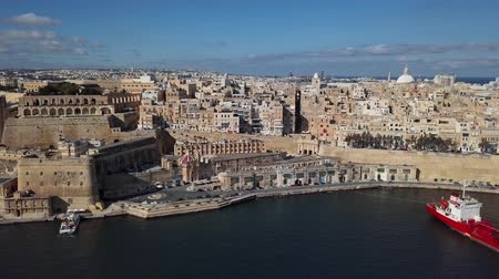 maltština : Flight over of Grand Harbour and Victoria Gate in Valletta old town, Malta