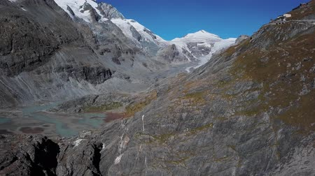 лед : Aerial view of Grossglockner glacier and scenic High Alpine Road, Austria Стоковые видеозаписи