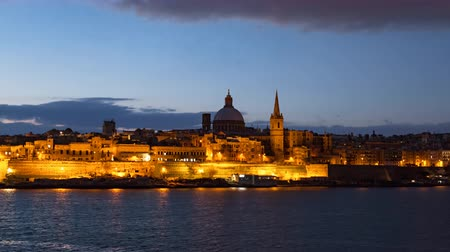 мальтийский : Night to day hyper lapse of Valletta old town, Malta