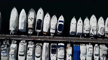 motorbot : Top down flight over docked boats and small yachts, Vrsar, Istria, Croatia. Stok Video