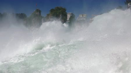 Low level close-up view of Rhine Falls, the largest waterfall in Switzerland and Europe. Stok Video