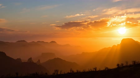 кальдера : Day to night sunset hyper lapse over volcanic caldera of Tejeda, Gran Canaria, Canary islands, Spain.