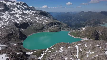 водохранилище : Flight over of Weissee Glacier lake in Uttendorf, Salzburger Land, Austria.