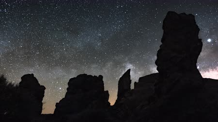 yolları : Hyper lapse of Milky Way rising over Los Roques de Garcia, Teide National Park, Tenerife, Canary islands, Spain. Stok Video
