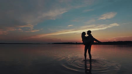 apaixonado : Love in the lake at sunset