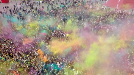religioso : Aerial Flight Above Dancing People Crowd On Holi Festival Of Colors