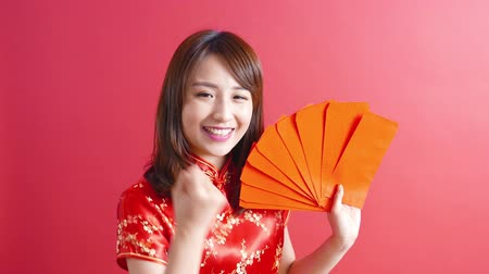 Новый год : beauty woman wear cheongsam and take Red envelopes  chinese new year Стоковые видеозаписи