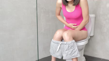 gyomor : woman feel pain with constipation in wc