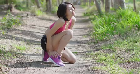 kotník : sport woman with ankle injury in the forest