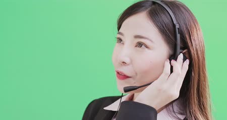 secretária : businesswoman wear phone headset on the green background