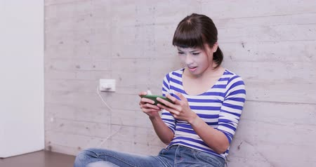 menina : woman charging battery of mobile phone at home