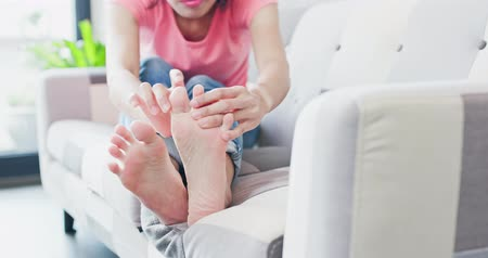 pedis : woman with athlete foot in the room