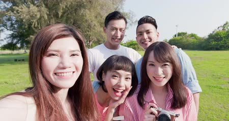 amizade : people selfie happily in the outdoor Stock Footage