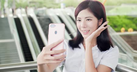 winda : business woman take phone and selfie happily