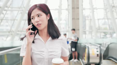internar : business woman smile happily and speak phone