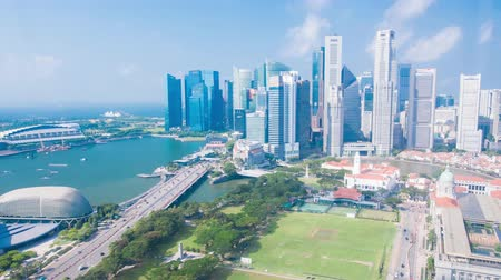небоскреб : Singapore city, Singapore - July 24, 2018: Timelapse view showing skyline waterfront