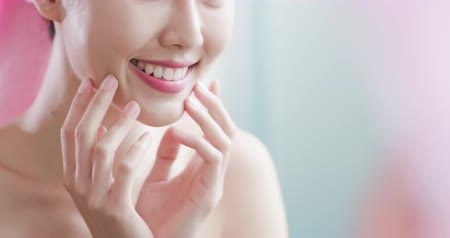 opieka : Beauty woman look her health teeth happily