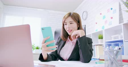 удачливый : Make money on the Internet concept - slow motion of asian business woman excited use computer and smartphone with banknote rain Стоковые видеозаписи