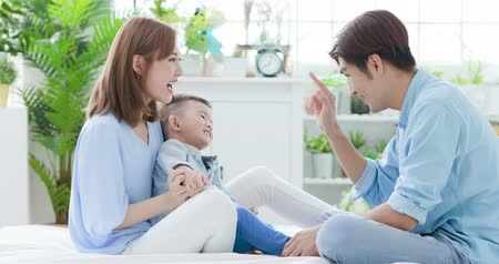 interior : Young parent play with child happily and give his kid a kiss Vídeos