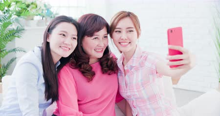 ailelerin : Daughters and mom take selfie together happily