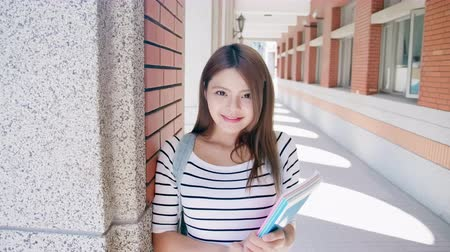 acadêmico : slow motion - asian college student smile to you Stock Footage