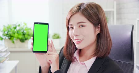 asistan : businesswoman show the information on the smart phone with green screen