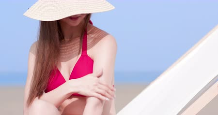 sunblock : summer sunblock concept - beauty asian woman apply the sunscreen lotion