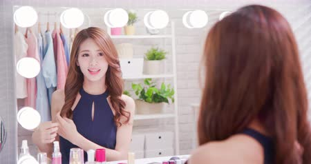 szampon : beauty asian woman makeup and touch hair with mirror