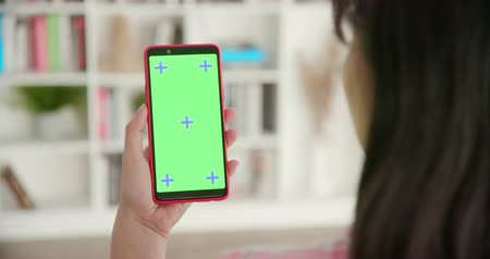 película de filme : woman use smart phone with green screen at home Stock Footage