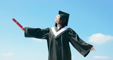 grãos : slow motion of asian graduate student feel free with sky background Stock Footage