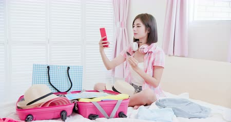 hátizsákkal : Asian beauty selfie when packing happily and wearing glass Stock mozgókép