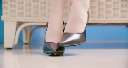 dermatologia : business woman has athletes foot and itching her foot wearing high heel shoe Stock Footage