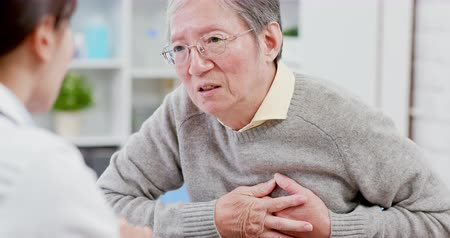 cardiologo : Old man see the female doctor due to heart disease and hypertension