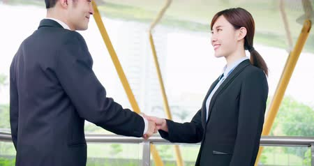egyetért : slow motion of business people handshake with confident smile after a meeting