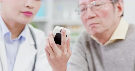 glicose : Female doctor show blood sugar test result to elder patient and feel worry