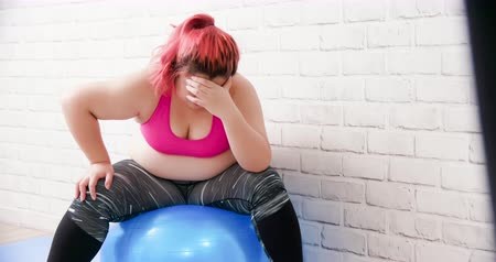 think big : plus size asian girl feel upset when exercising Stock Footage