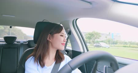 люди : asian woman driving happily in the car