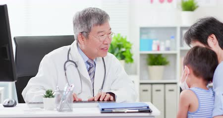 pediatria : Asian woman accompany sick boy who has a fever to see senior male doctor