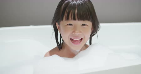 купаться : Little girl take bublble bath and have lots of fun