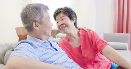 aposentar : asian eldely couple smile to you happily at home Stock Footage